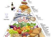 The Mediterranean Diet / The Mediterranean diet is a delicious and healthy way to eat. Dishes are filled with seafood, fish, shellfish, vegetables, fruit, whole grains, nuts, olive oil.