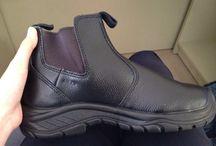 Sepatu Safety Shoes Principal Ankle Boot 2222 / Sepatu safety untuk kalangan profesional. Terbuat dari Kulit kualitas terbaik, ini adalah pendamping sempurna untuk para pekerja dan pengendara yang aktif. Lindungi selalu diri Anda dengan sepatu safety terpercaya. Sangat cocok digunakan oleh Anda yang bekerja di Proyek, Lab, Kitchen, pabrik. Lets Move!
