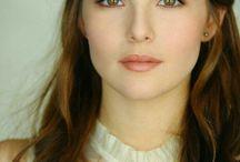 Zoey Deutch / She is so beautiful!