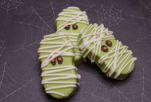 Petrifying Mummy Cakes / mummy minions, mummy cake pops, fun and spooky mummy cakes #mummy #halloween #halloweencake #cakecentral