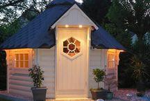 Domki grillowe & sauna / Firma Scandinavic Wood Art powstała w 2001 roku. Firma oferuje wysokiej jakości domki grillowe oraz domku typu sauna, które sprawią, że Twój ogród nabierze charakteru! Wypoczynek w całorocznych domkach nigdy nie był tak prosty i bliski.
