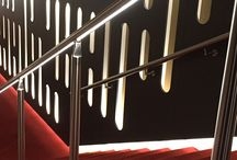 Balustrade met LED Binnen / ILLUNOX is ook mogelijk als een balustrade met bijhorende balusters. Alles in een stijl en van bijzonder goede kwaliteit!