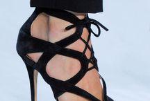 Tacones, botas, sandalias, Shoes !! Nunca serán suficientes / Imposible no querer tenerlos todos en mi closet  / by Indhira Rodríguez