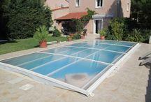 Abri de piscine / L'abri de piscine grâce à sa structure vous permet de vous baigner dessous même lorsqu'il est entièrement fermé. Vous pouvez ainsi profiter de votre piscine d'Avril à Octobre par tout temps, et la découvrir selon vos envies, modules par modules ...