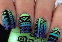 Nails!! / Some pretty nice designs down there!  Why not take a look?