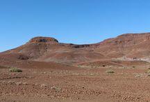 Namibia - Damaraland / Das Damaraland im nordwestlichen Teil Namibias ist von großartigen Landschaften geprägt. Eine der größten Attraktionen sind Twyfelfontein mit einen Felsenbildern und die Wüstenelefanten.