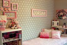Quarto meninas & quarto de vestir / Ideias de decoração - quarto / by Adriana Stamato