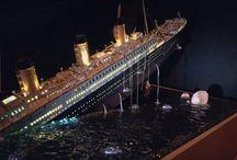Titanic model sinking / Titanic sinking model diorama
