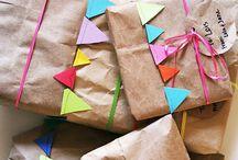 Etiquetas y papeles para envolver tus regalos originales / Con estas ideas que te ofrece Tu Rincón Del Ahorro conseguirás Regalos personalizados como a ti te gustan que sacarán la mejor de las sonrisas.
