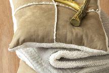GOLD / L'or apporte sa magie et sa chaleur par petites touches sur nos objets de déco, dans un style néo classique, minimaliste ou plus travaillé façon orfèvrerie.