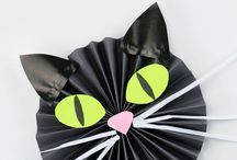 FALL in Love with These Kitty Activities / Make this autumn clawsome!