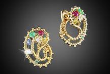 """Коллекция """"Кружева"""" / Сокровища пиратских бригов навеяли идею этой коллекции. Тонкие золотые канатики опутывают разноцветье драгоценных камней, сплетаясь вокруг них в кружева."""