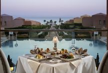 Eating outstide @ AccorHotels / If you're traveling in the summer, enjoy a nice dinner outside! What better way to enjoy the scenery?