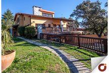 Chalet Las Lomas / En una de las zonas residenciales más lujosas de Boadilla del Monte, Madrid, encontramos esta magnífico chalet con un espacio muy original. Conoce mejor este inmueble a través de nuestra web http://www.gilmar.es/…/A-6-NorOes…/Boadilla-del-Monte/89866/ o ponte en contacto en el número de teléfono: 91 633 99 44 Vivienda Referencia 89866