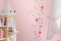 Girls Room Ideas / Resources, themes, and ideas for decorating a girls room. From little girls to transitioning to a big girls room.