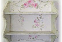 mobilier cu trandafirasi