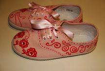 zapatillas pintadas a mano / Lo originales q pueden ser unas zapatillas si las decoras