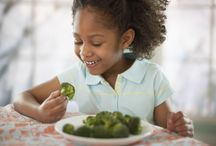 Child Feeding Tips and Ideas / A collection of tips & ideas for feeding your kiddos as the grow older!
