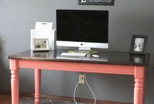 stół jako biurko
