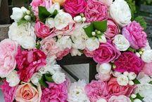 věnce z růží a z květin