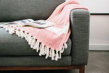 Einrichtung & Accessoires zum Shoppen / Hier findet ihr schöne Produkte zum Einrichten eurer Wohnung: Von Möbeln über Textilien wie Decken oder Kissen über Körbe und Geschirr bis hin zu hübschen Prints. Alle Produkte könnt ihr bequem über den Affiliate Link kaufen. Viel Spaß beim Stöbern!