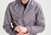 Zalando ♥ Nuevas chaquetas ligeras / Prepárate para la nueva estación y protégete contra los elementos con nuestra selección de chaquetas bombers, con capucha o impermeables.