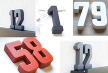 schöne Hausnummer / Hausnummer in Anthrazit, Weiß oder Rot. Beim Hersteller beton-werk17 erhältst du moderne Hausnummern in beliebten Farben, wie Anthrazit, Weiß oder Rot.