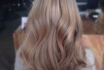 Beige blonde / Blonde hair with Beige tones