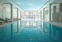 Health-Club / Shangri-La Hotel, Paris' wellness retreat includes fitness facilities, a 15x6m indoor pool with outdoor terrace and a CARITA beauty treatment centre, all bathed in natural light.