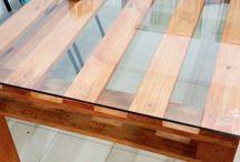 mesa de palets y vidrio