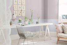CF14 - Jardín Secreto / La paleta de El Jardín Secreto está llena de tonos suaves y esfumados. Imaginemos ciruelas maduras, tonos casi neutros de lila y esa tonalidad perfecta de un delicado gris paloma. Una variedad de verdes, desde el abeto oscuro hasta los bellos tonos pastel del menta facilitan la creación de un efecto sensible y sereno de tono-sobre-tono.