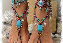 Piedi, orme ed impronte = feet & tracks / Lasciare solchi nel mondo