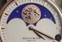 Relógios com Fases da Lua / Confira nossa seleção de relógios que trazem as fases da Lua.