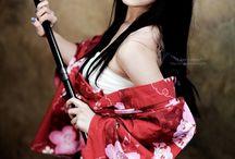 Kobiety w japońskich strojach