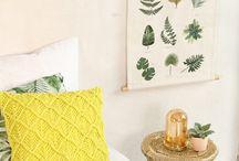 DECORATION MURALE / Une mine d'idées pour habiller les murs avec style. La déco murale permet de renouveler facilement son intérieur avec des posters et affiches originaux, des tissages et des macramés, des miroirs, mais aussi des jolis papiers peints.