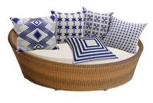 Almofadas / Encontre Almofadas de diversos temas aqui na Luisa Decor. Deixe sua sala e quarto com uma decoração criativa e inovadora com preços incríveis. Confira!