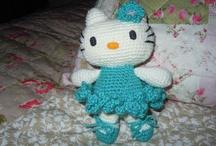 Hello Kitty - Crochet ❀ / Aqui les dejo el link en donde encontraras paso a paso y con video de como hacer una Kitty. http://www.tejiendoperu.com/amigurumi/gatita-hello-kitty/