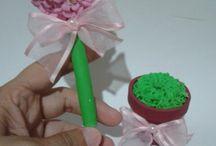 Canetas e lápis decorados