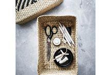 Лимитирана колекция VIKTIGT / Изцяло ръчно изработена, VIKTIGT е създадена в партньорство с Ингегерд Роман, която е сред най-известните скандинавски дизайнери на стъкло и керамика. С изключение на стъклените артикули и керамичните комплекти, повечето продукти са изработени от бамбук и естествени влакна. Колекцията включва мебели, кошове, килими, лампи, купи с различни размери и плетени капаци.  Красотата идва в своята функционалност.