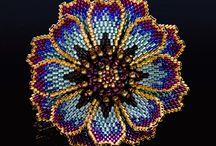 цветы из бисера и других материалов