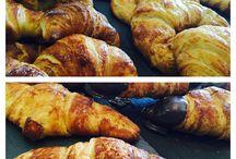 Mini delícias para coffee y pan / Elaboramos nuestras pastitas dulces así como croissant ensaimadas cañas cocas etc con la mejor materia prima y con mucho amor y pasión en el proceso.