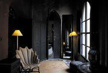 Dark interiér