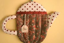 quilted hot pads / teapot  hot pads are so cute to put on your kitchen wall.