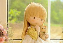 Bonecas e bichinhos de pano