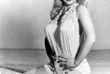 Betty Brosmer / née le 2 Aoûit 1935