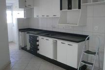 No roçado / AP0545 Segue fotos de um apartamento com 2 quartos, sala ampla, móveis planejados na cozinha,  prédio com elevador, garagem livre e coberta, localizado no Roçado.   Valor R$ 165.000,00