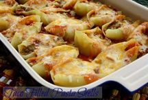 Casseroles (Recipes) / Casseroles are a quick and easy dish to make when you're busy throughout the week. Prepare it over the weekend, freeze and heat up on whichever night you want it!