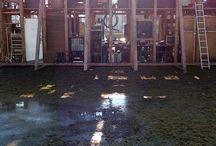Tężnia / Tężnia jest monumentalną instalacją Roberta Kuśmirowskiego, która była prezentowana na skwerze przed Galerią Labirynt. Instalacja znajdowała od 20.11.2014 do 22.02.2014.