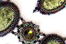 Комплекты украшений с натуральными самоцветными  камнями и оригинальными кристаллами сваровски