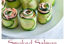 Cucumber rolls with salmon